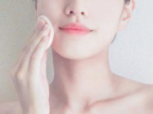 テカリを防止してマットな肌をキープ!清潔感が大切