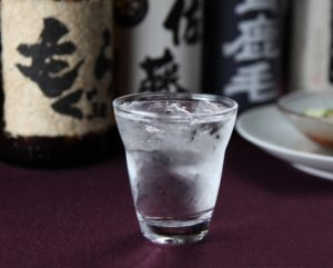 お酒はまず割り方を覚えよう!グラスの空き方に注意するとスムーズ