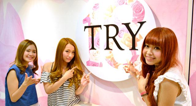 TRY18のオフィスフロントと女の子
