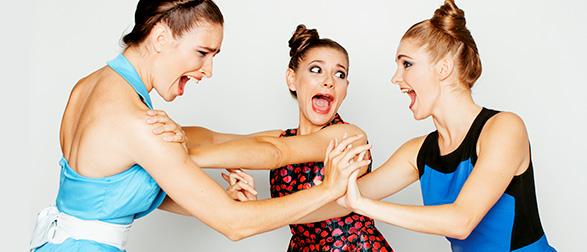 喧嘩している女性たち